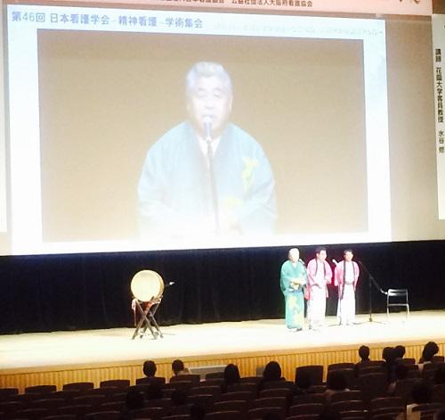 相撲甚句(すもうじんく)の芸で会場を盛り上げる、桂 文福さん 500pixel