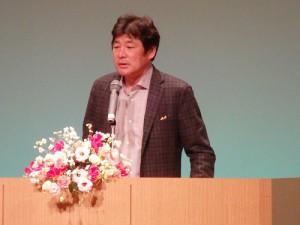 自身の過去を振り返りながら語る、講師 赤井 英和さん