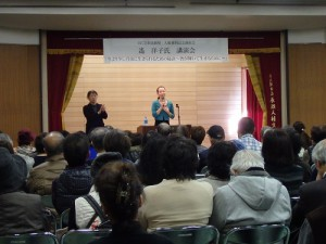 芸能関係や阪神タイガースの裏話で、笑いが絶えない聴講者たち