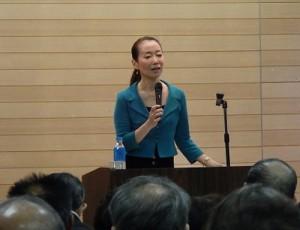 自身の体験を基に、日本の介護について熱く語る講師 遙 洋子さん