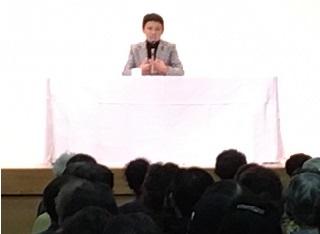 講師 家田 荘子さんの話を聞き涙を流される来場者もいました。
