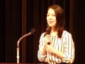 絶えず笑顔で話しをされる講師 鈴木明子さん