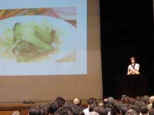 食育の大切さを語る、講師 コウケンテツさん